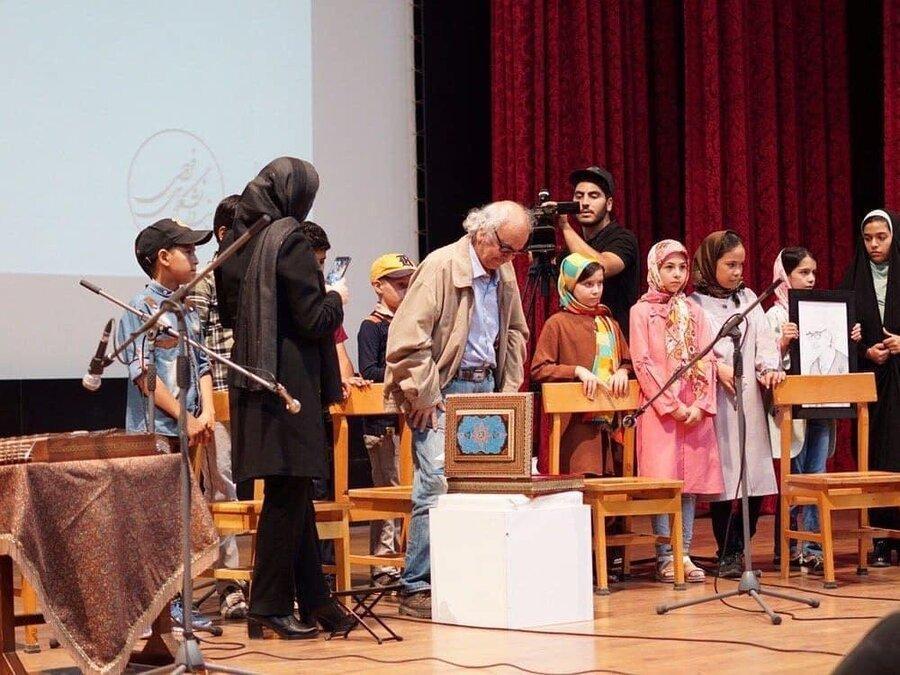 استاد شفیعی کدکنی حاصل کوشش 40ساله اش را اهدا کرد