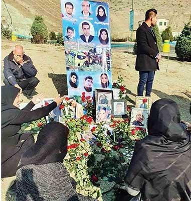 مراسم سالگرد جانباختگان حادثه واژگونی اتوبوس دانشجویان دانشگاه آزاد ، خبرنگار خبرنگاران بازداشت و اخراج شد